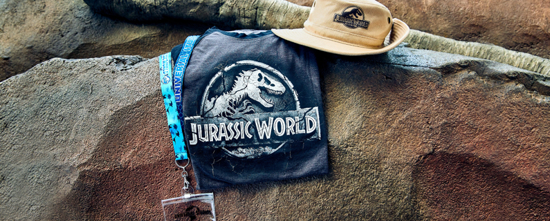 Jurassic World Lanyard with Stone Logo Men's T-Shirt and Safari Hat